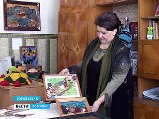 В Воробьёвке делают картины из капрона