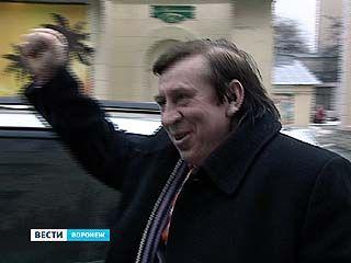 В Воронеж на открытие офиса МММ приехал народный антигерой Леня Голубков