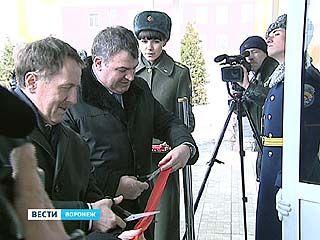 В Воронеж прибыл министр обороны Анатолий Сердюков