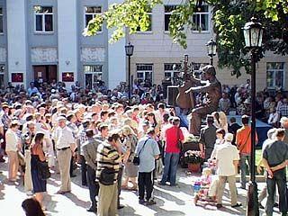 В Воронеже был торжественно открыт памятник Владимиру Высоцкому