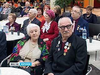 В Воронеже чествовали супругов-ветеранов, проживших более 50 лет вместе
