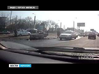 В Воронеже на улице Матросова столкнулись 4 автомобиля