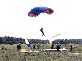 В Воронеже начались соревнования по парашютизму