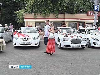 В Воронеже открылась  выставка свадебных машин