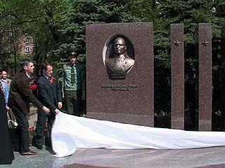 В Воронеже открыли памятник генералу Лизюкову и 7 неизвестным воинам