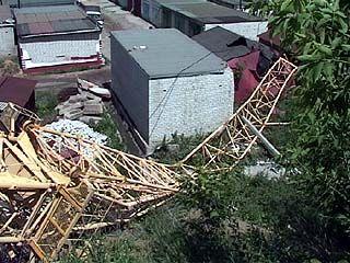 В Воронеже падали деревья и строительные краны