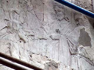 В Воронеже при ремонте фасада больницы рабочие обнаружили икону