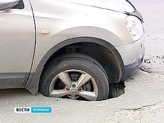 В Воронеже продолжают устранять последствия урагана и ливня
