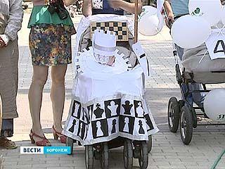 В Воронеже прошел парад детских колясок