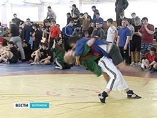 В Воронеже прошло первенство по борьбе на поясах