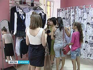 В воронежских магазинах за школьной формой уже выстроились очереди