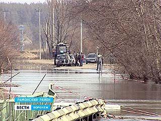 В Воронежском регионе спасатели начали готовить лодочные переправы