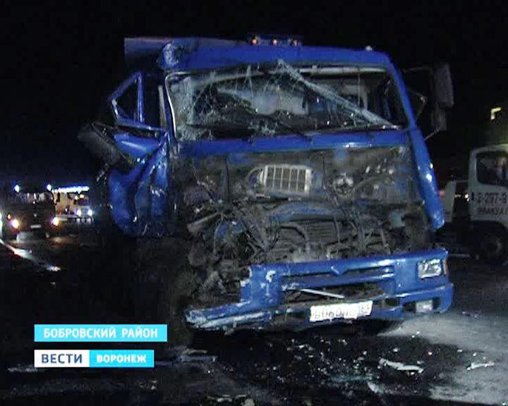 В Воронежской области гружёный КамАЗ протаранил 9 машин – есть жертвы