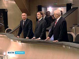 В завершении визита Владимир Путин посетил историческое здание драмтеатра