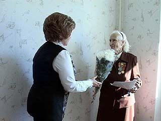 Ветеран ВОВ Екатерина Шелковникова получила ключи от новой квартиры