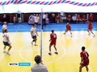 Ветераны волейбола дали мастер-класс юным спортсменам