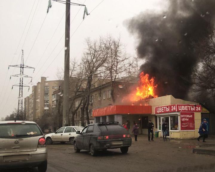 ВИДЕО: В Воронеже сгорел торговый павильон