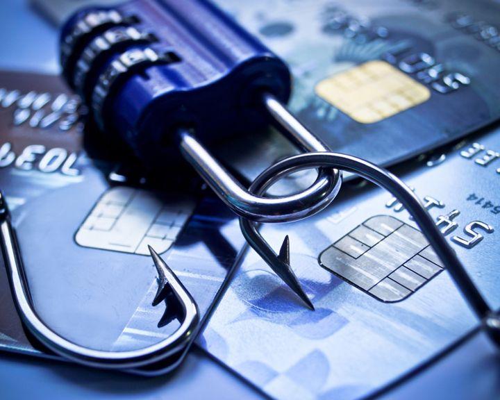 ВИДЕО: В Воронеже задержали подозреваемого в краже миллиона рублей с банковских карт
