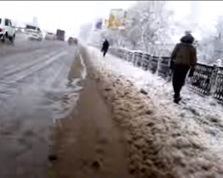 ВИДЕО: Велосипедист проехал по Воронежу, чтобы показать ужас заснеженных дорог