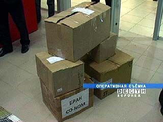 Видеопираты устроили распродажу в крупном торговом центре Воронежа