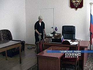 Виктор Бурдин официально назначен главой Таловского района
