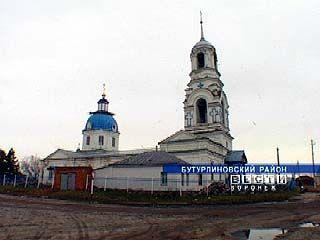 Визитной карточкой Пузево второй век служит Покровская церковь