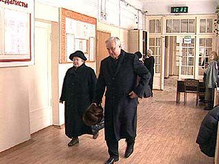 Владимир Кулаков ответил на вопросы журналистов на избирательном участке