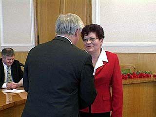 Владимир Кулаков вручил президентские награды землякам