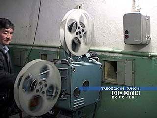 Владимир Ульянов развлекает селян фильмами