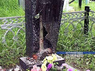 Во время выпускного вечера вандалы в Бутурлиновке громили кладбище