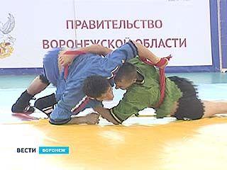 Во втором турнире по борьбе на поясах приняли участие 170 спортсменов