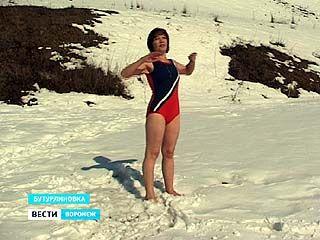 Водные процедуры на свежем воздухе стали частью жизни Елены Гирич