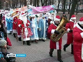 Воронеж пережил настоящее нашествие Дедов Морозов и Снегурочек