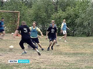 Воронежские актёры вышли на поле - играть в футбол