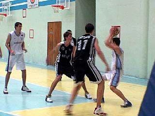 Воронежские баскетболисты обыграли команду из Саратова
