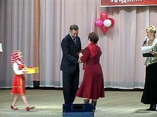 Воронежские депутаты поздравили учителей с профессиональным праздником