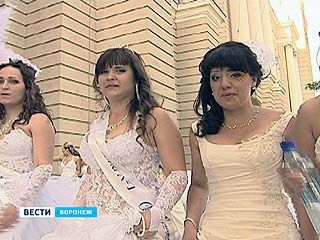 Воронежские девушки два месяца готовились к  параду невест