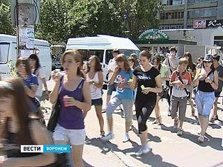 Воронежские флеш-моберы вновь удивили жителей города