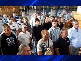 Воронежские футболисты отстояли молебен в Благовещенском кафедральном соборе
