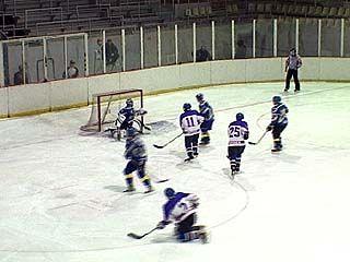 Воронежские хоккеисты сразились с московскими