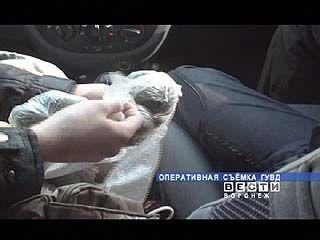 Воронежские оперативники задержали группу наркодиллеров