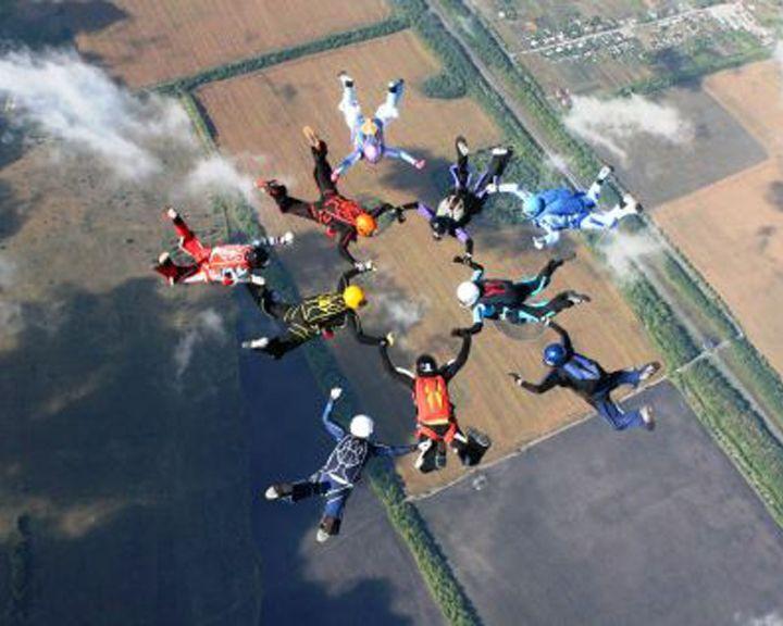 Воронежские парашютистки ищут деньги на новый рекорд