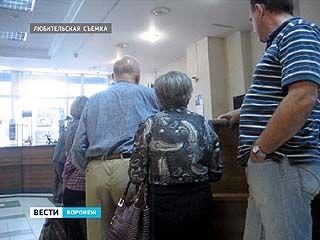 """Воронежские пенсионеры штурмуют офис """"Ростелекома"""""""