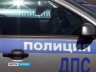 Воронежские полицейские меняют наклейки на служебных автомобилях