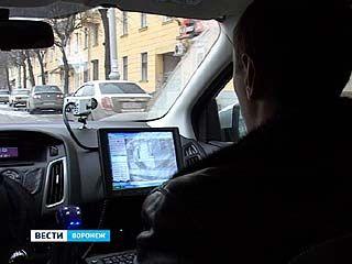 Воронежские полицейские осваивают новое устройство слежения