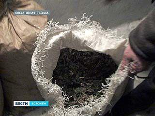 Воронежские полицейские задержали наркодилеров