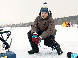 Воронежские рыболовы-любители отметили 23 февраля на льду