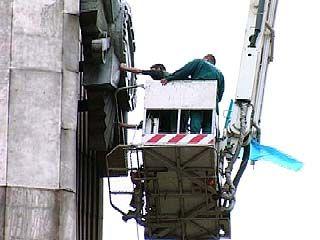 Воронежские спасатели и молодежная организация привели в порядок стелу