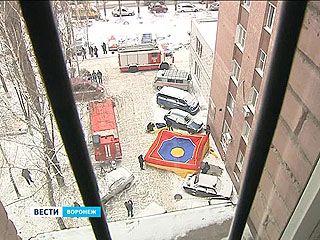Воронежские спасатели отрабатывают навыки при зимних пожарах
