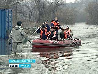 Воронежские спасатели провели эвакуацию местных жителей в зонах подтопления